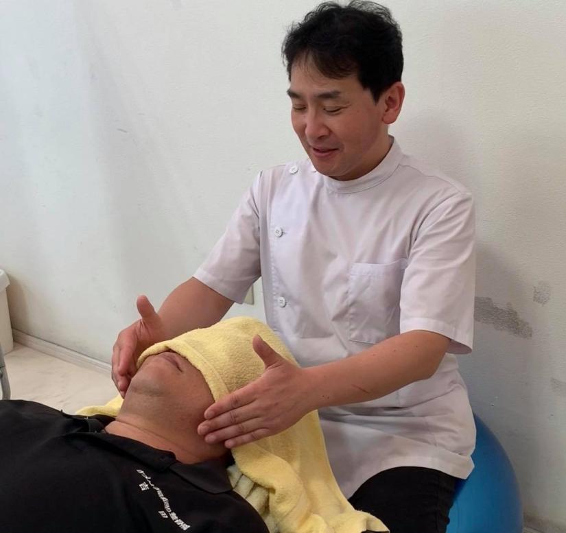 近藤先生の施術 首