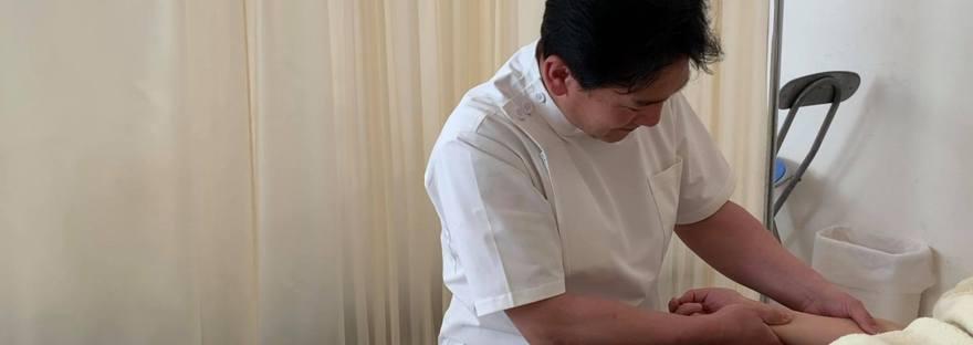 近藤先生の施術(手のリンパマッサージ)近藤先生の施術(手のリンパマッサージ)